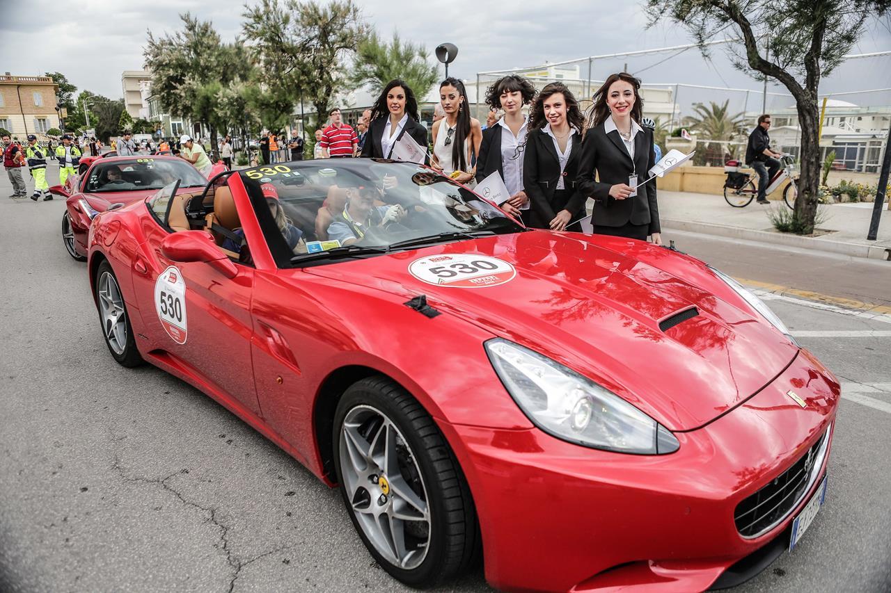 Porsche Boxer con l'elegante livrea nera - image 005925-000047229 on http://auto.motori.net