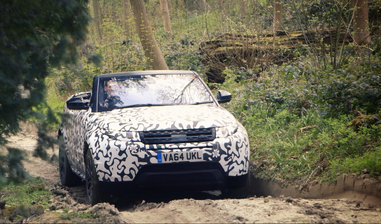 La nuova Range Rover Evoque Convertibile nei test all-terrain - image 012266-000109878 on http://auto.motori.net