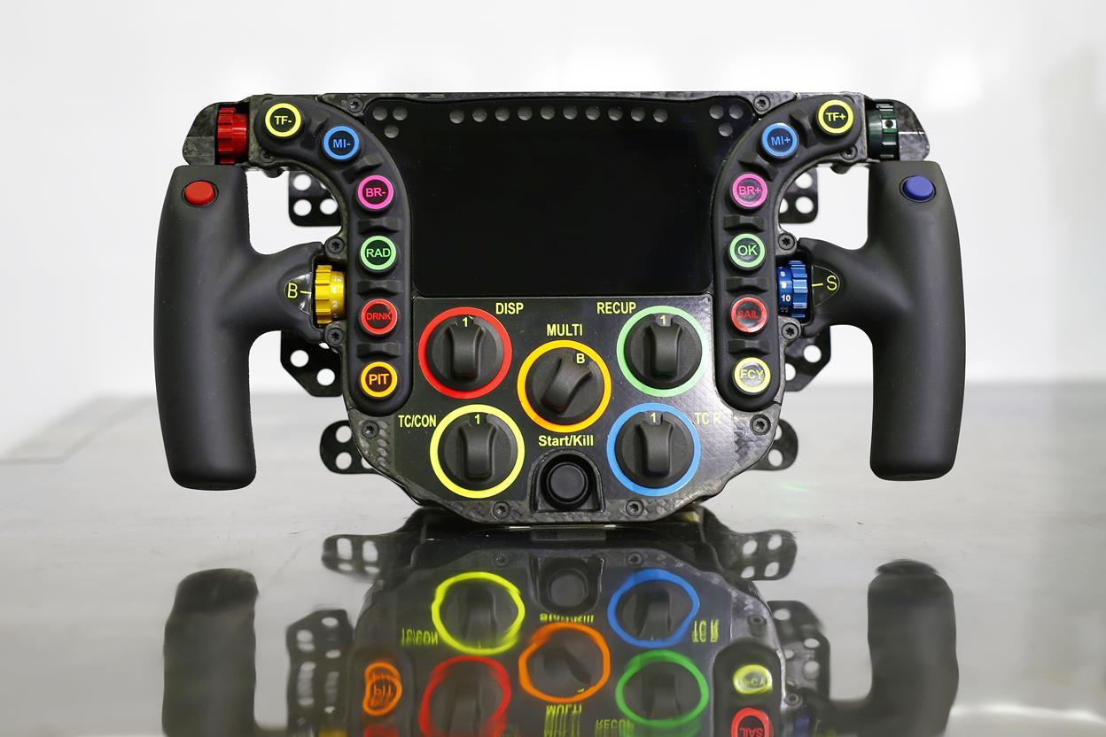 Partecipazione record al raduno Mazda MX-5 - image 021790-000203509 on http://auto.motori.net