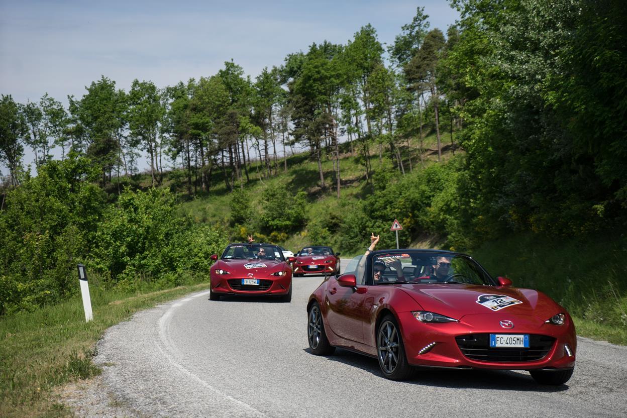 Partecipazione record al raduno Mazda MX-5 - image 021804-000203659 on http://auto.motori.net