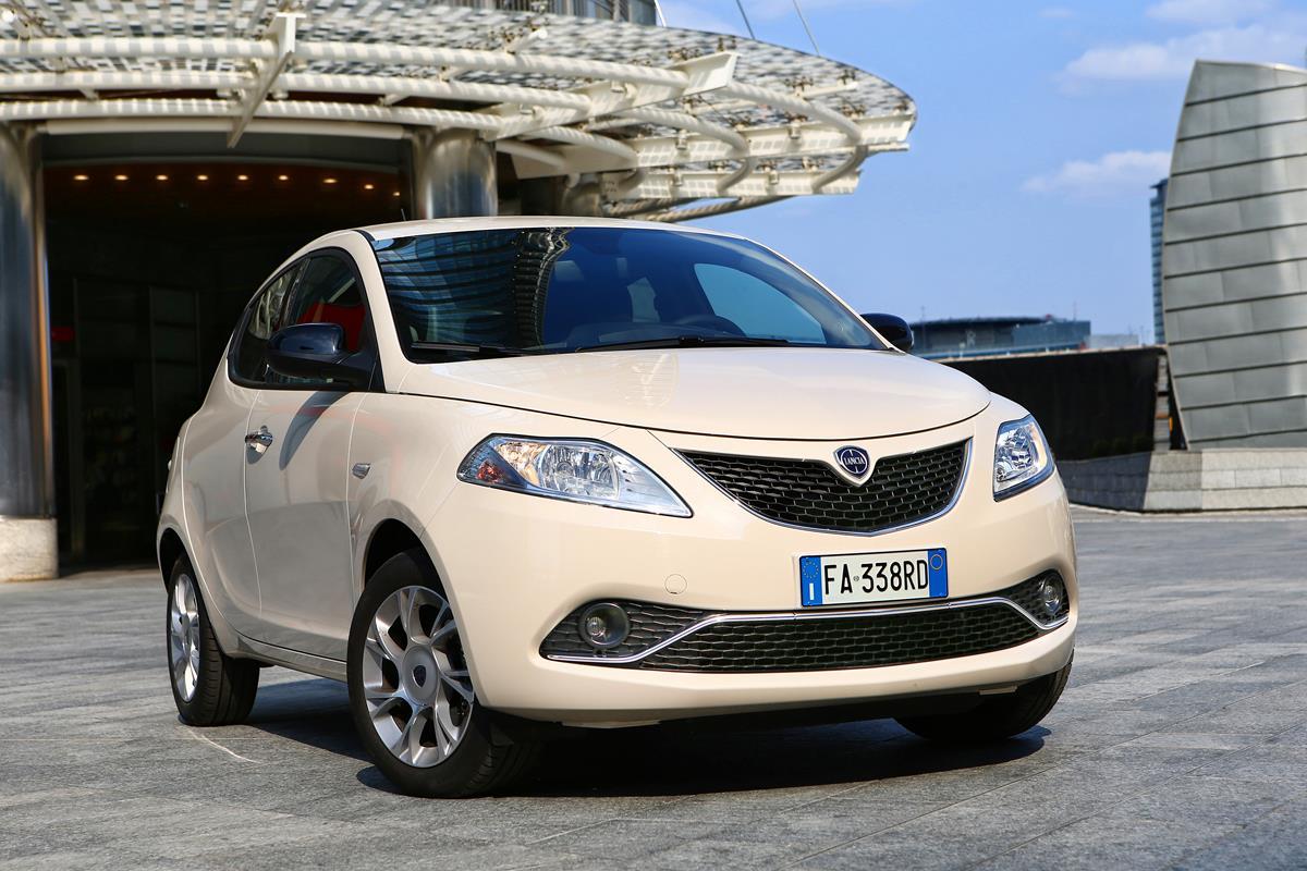 L'eleganza viaggia a bordo di Lancia - image 022019-000205066 on http://auto.motori.net