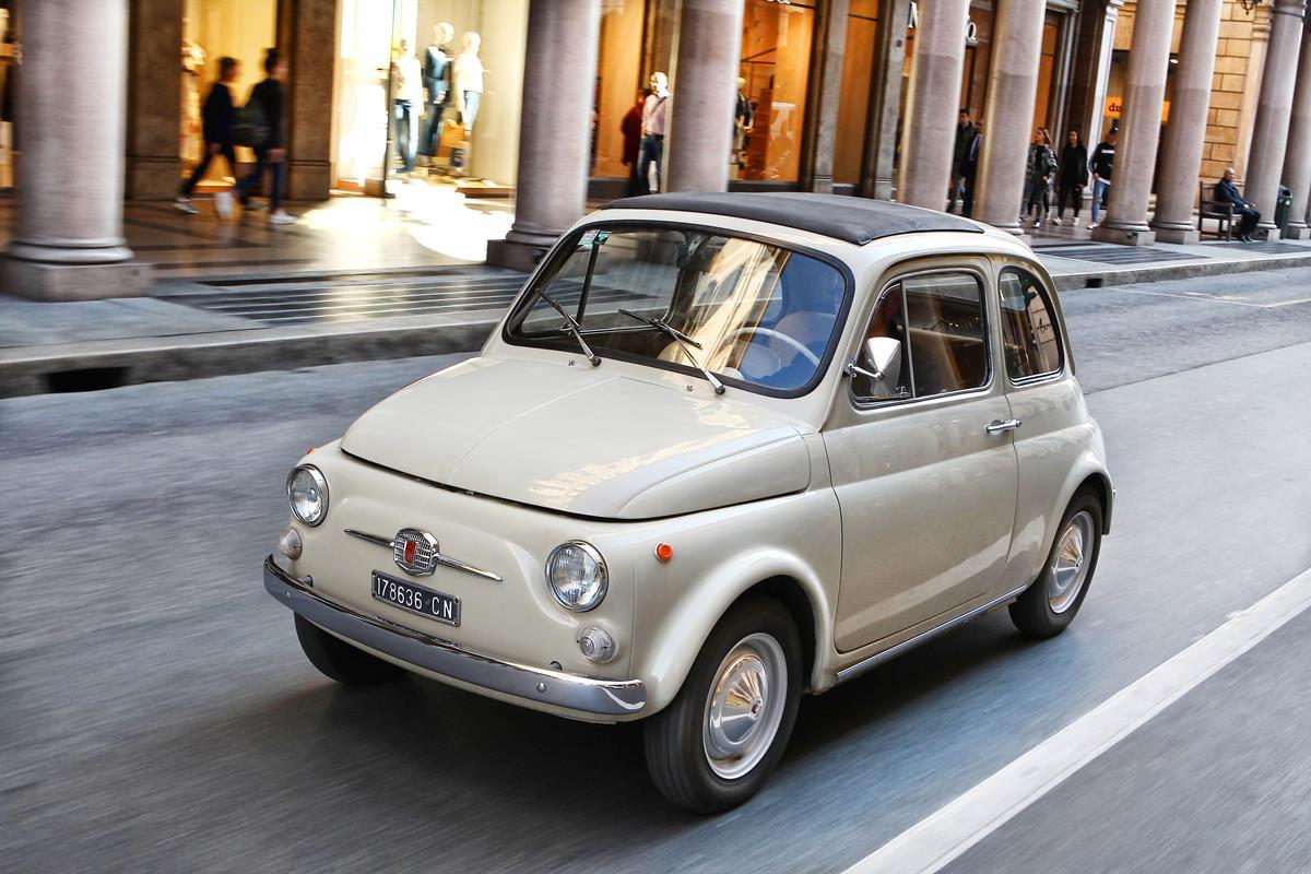 La Fiat 500 diventa un'opera d'arte moderna al MoMA di New York - image 022509-000207809 on http://auto.motori.net