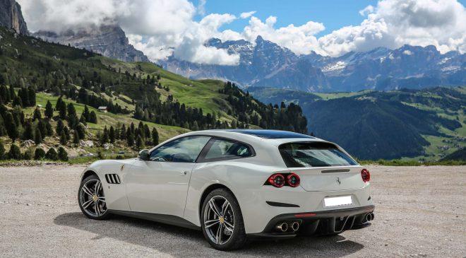 Una Ferrari GTC4 Lusso in Valle d'Aosta