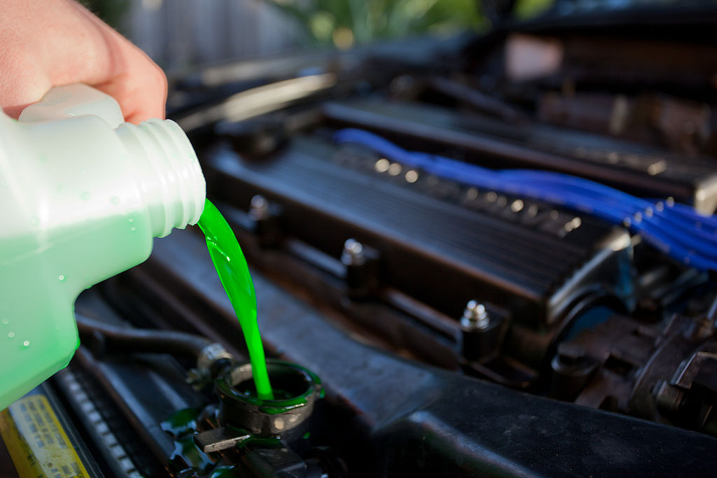 Liquido radiatore auto: ecco come cambiarlo
