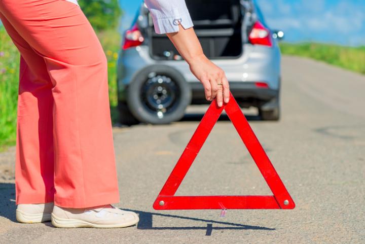Come sostituire la ruota della propria auto in meno di dieci minuti