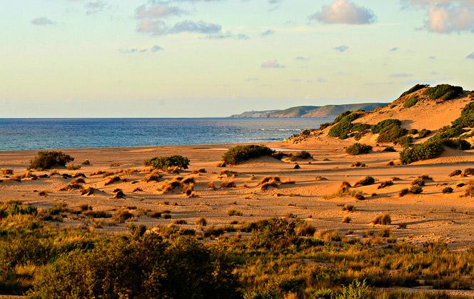 Un'avventura tra storia e natura nel deserto della Sardegna con la Jeep Wrangler