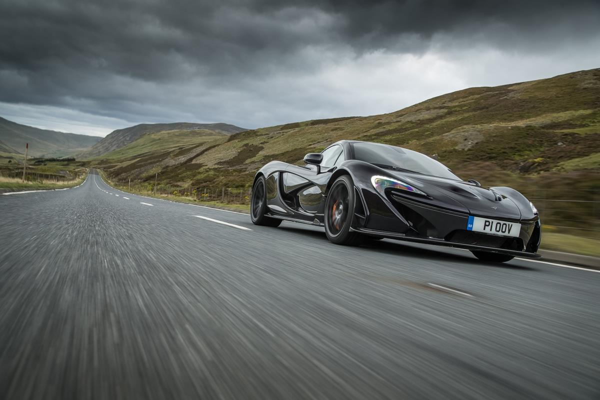 La hypercar McLaren P1™ celebra mezzo secolo di pole position - image 8189-McLarenP15thAnniversary_100-lead2 on http://auto.motori.net