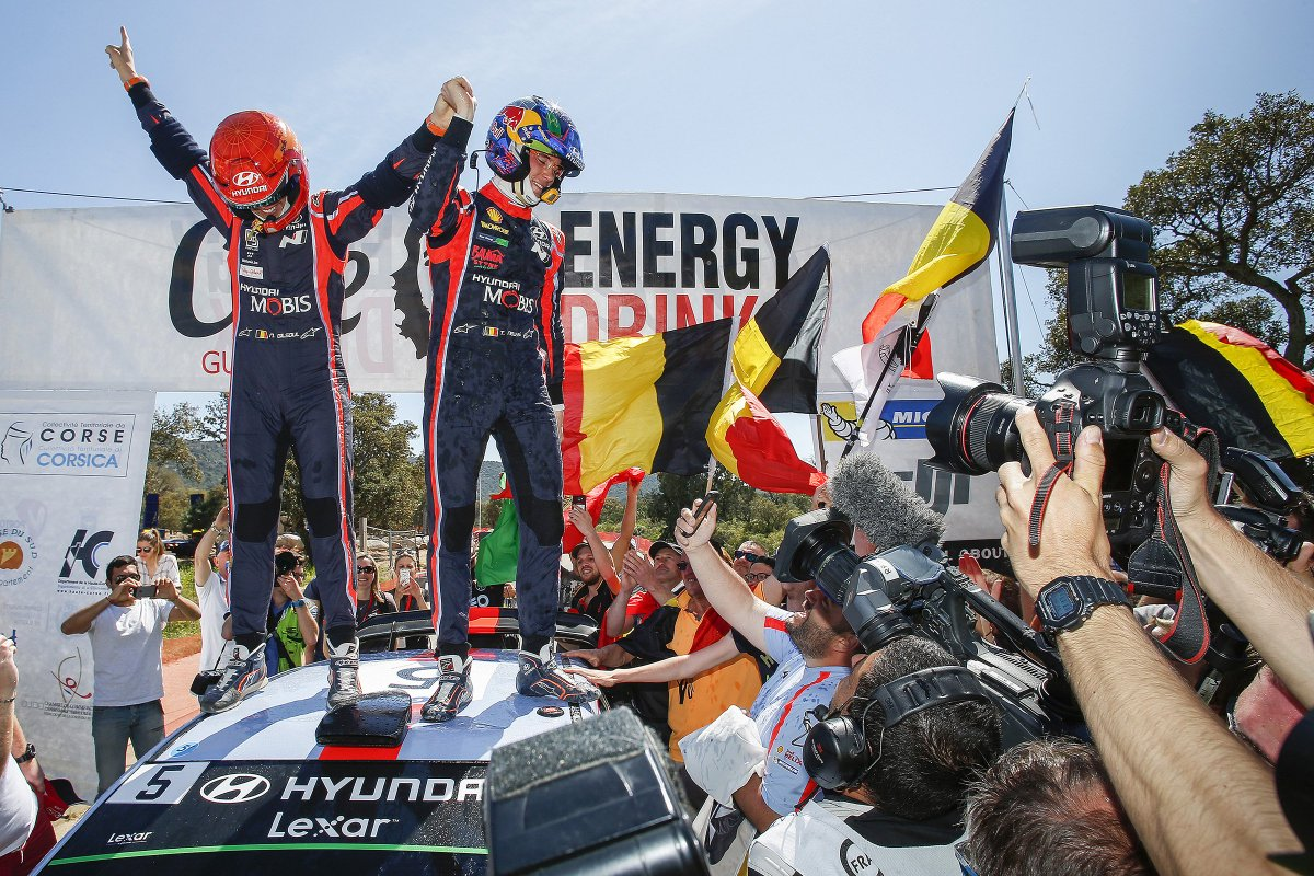 Mondiale Rally 2017: quarto successo e record di vittorie per Hyundai - image DJMMSSxW0AAgGtz on http://auto.motori.net