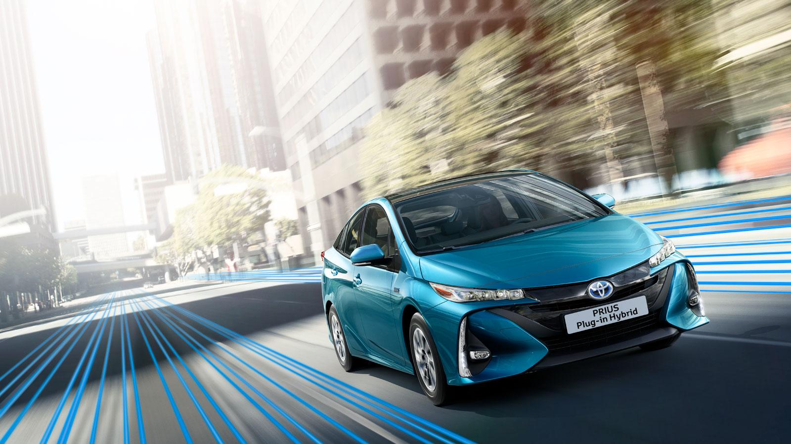 Toyota punta a oltre 5,5 milioni di veicoli elettrificati