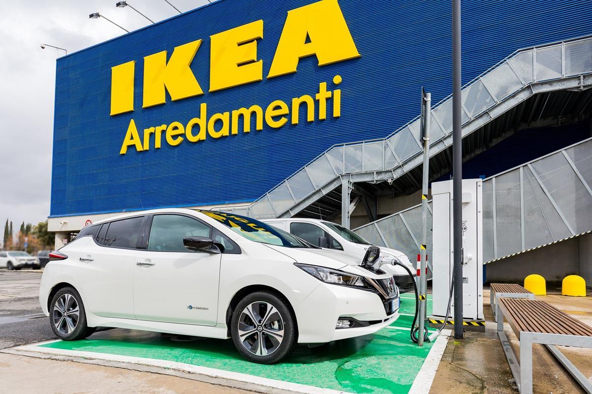 Ad IKEA Anagnina di Roma la ricarica è gratis - image 426224073_Nissan-e-IKEA-accelerano-la-mobilità-elettrica-in-Italia- on http://auto.motori.net