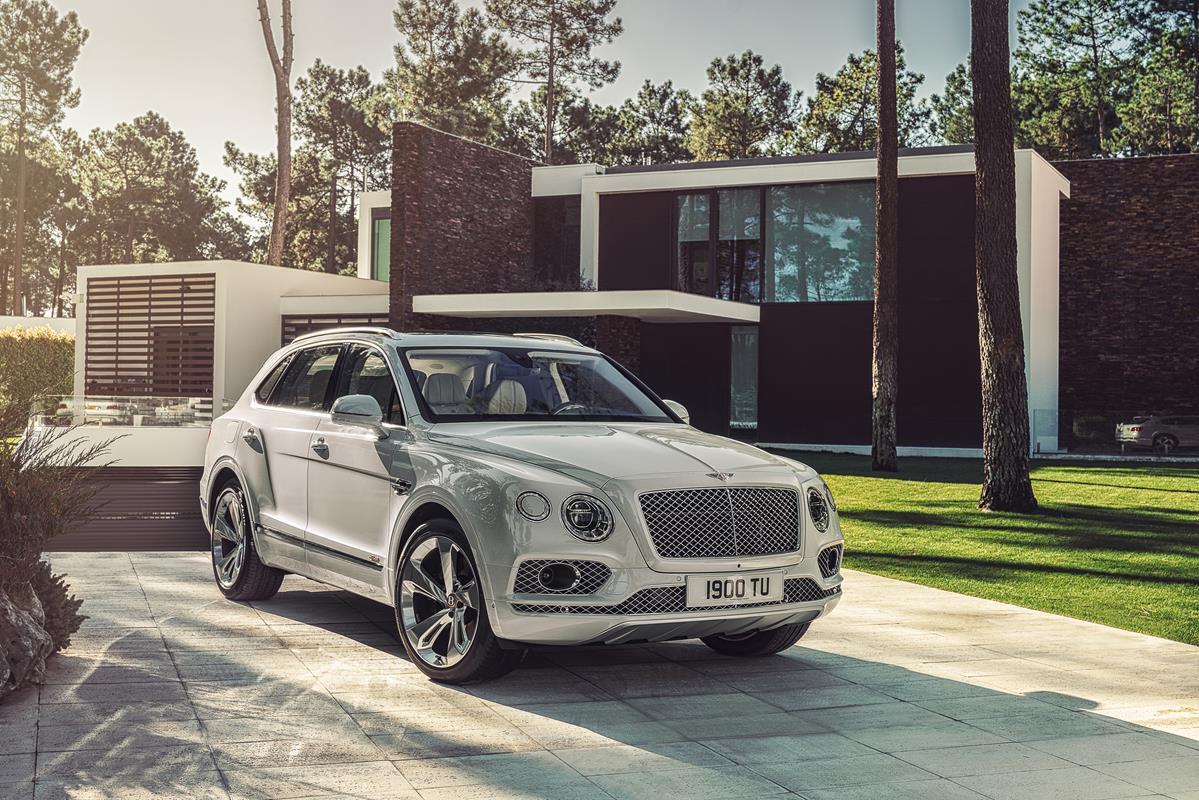 Alcantara riveste gli interni delle novità di Ginevra - image Bentley-Bentayga-Hybrid-05 on http://auto.motori.net