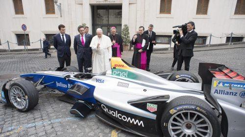 La Formula E incontra Papa Francesco - image Formula-E_Papa-Francesco-3-500x280 on http://auto.motori.net