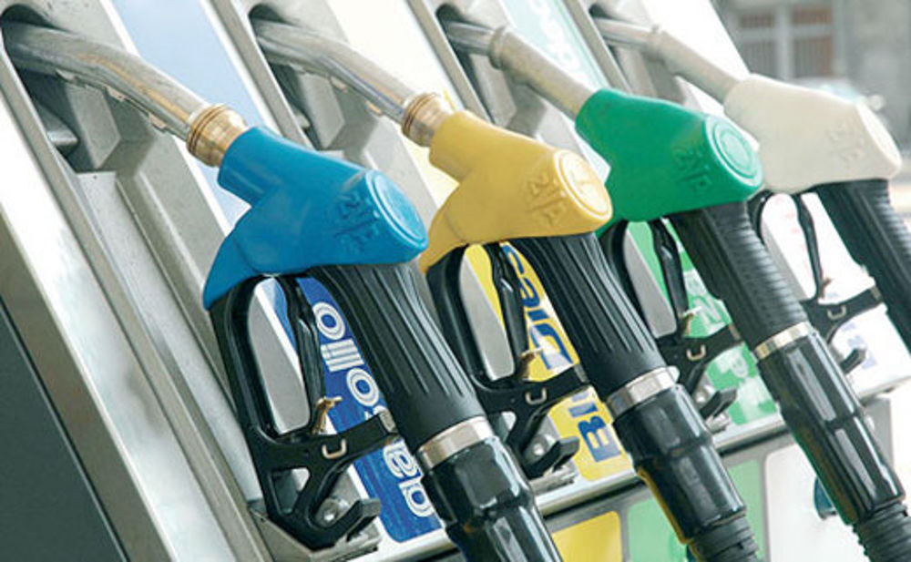 Ayrton… per sempre nel cuore - image pompa_di_benzina_distributore-2 on http://auto.motori.net