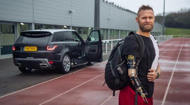 Jaguar Land Rover facilita l'accesso a bordo - image Image-1_Marc-Omrod_RR-Sport_automaticdoor-660x365 on http://auto.motori.net