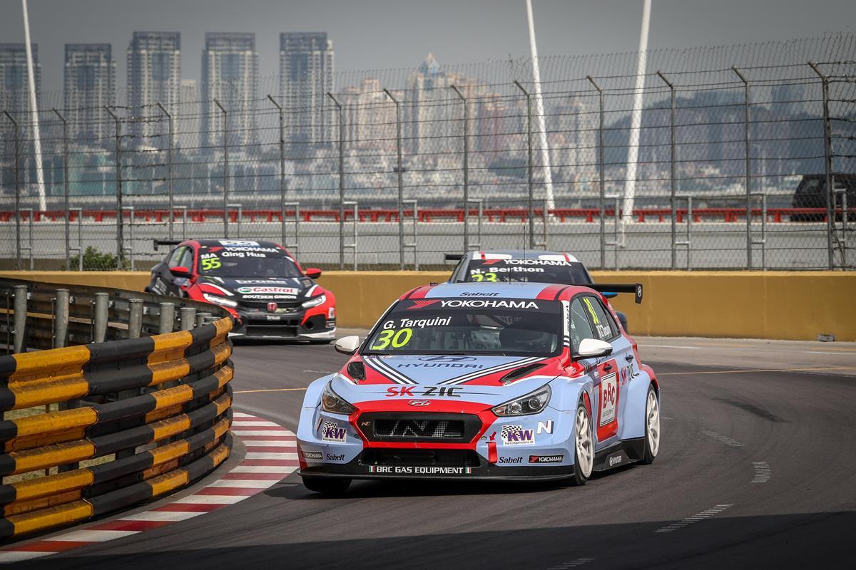 Gabriele Tarquini campione WTCR 2018 - image Tarquini-Race-2 on http://auto.motori.net