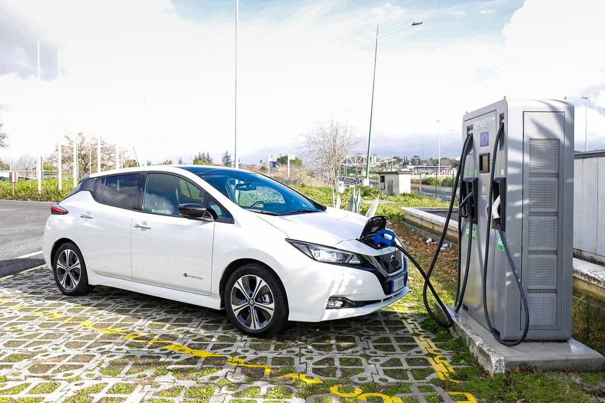 Paolo Andreucci tutor - image Nissan_LEAF-EVA_04-source on http://auto.motori.net