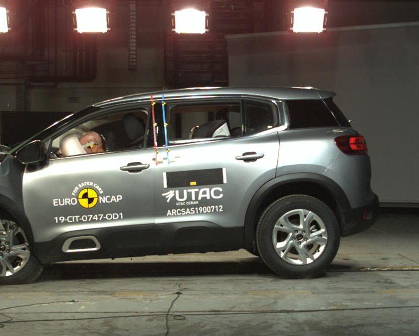 ZF presenta il primo airbag laterale esterno pre-crash - image EuroNCAP-840x675 on http://auto.motori.net