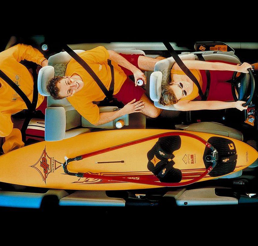 La Tesla Roadster va oltre ogni limite - image Fkex7-6-840x800 on http://auto.motori.net
