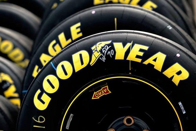 Jaguar Land Rover facilita l'accesso a bordo - image Goodyear on http://auto.motori.net