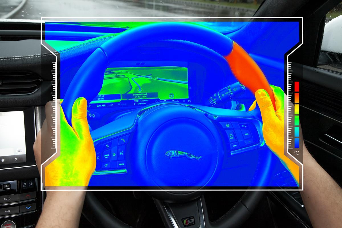 Il volante aptico aiuta a concentrarsi sulla strada - image Jaguar_Image on http://auto.motori.net