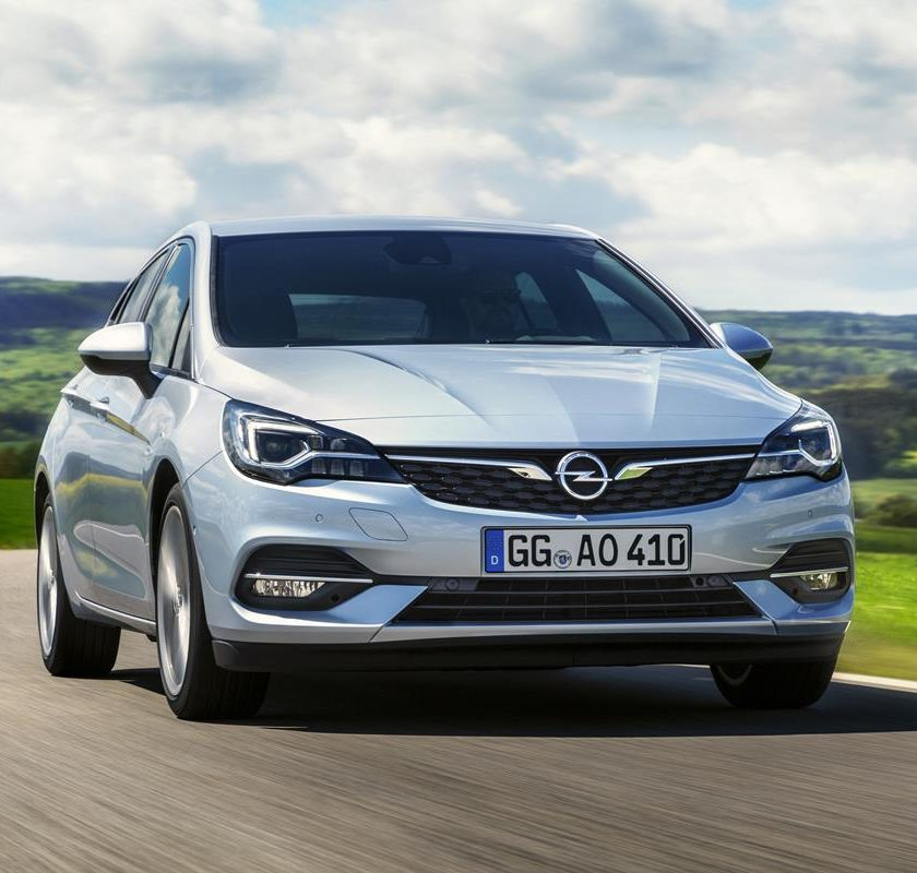 Quiz Patente B: gli incroci! - image Opel-Astra-507802-840x800 on http://auto.motori.net