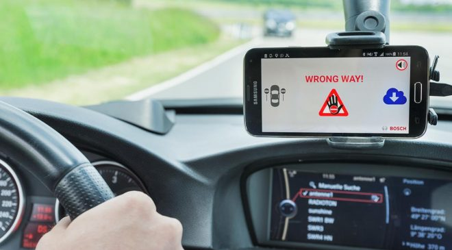 Guida contromano: la soluzione Bosch sbarca in Italia - image mpk2015-cc-geisterfahrerwarnung-0624882x2747-1-660x365 on http://auto.motori.net