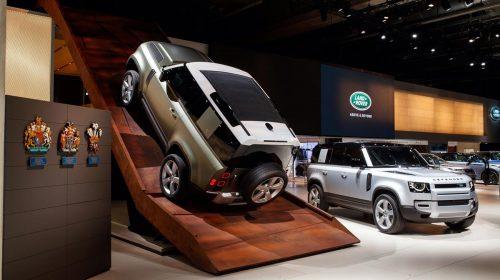 Nuova Land Rover Defender:  un'icona reinventata per il XXI Secolo - image LR_Reveal_DEF_20MY_Frankfurt_MotorShow-500x280 on http://auto.motori.net