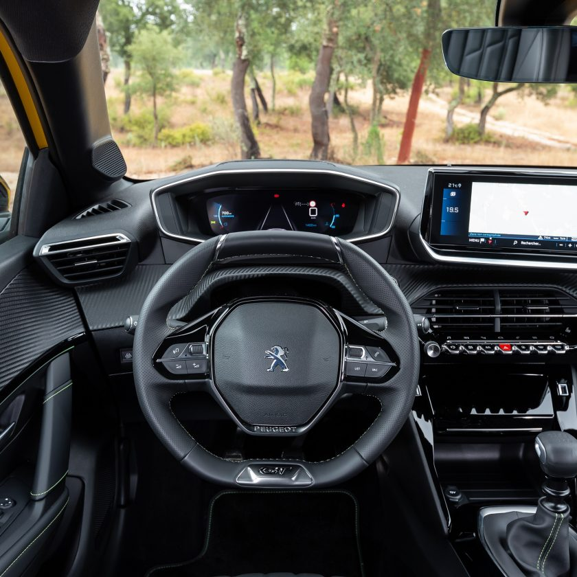 Safety tour BestDrive 2018 - image PEUGEOT-i-COCKPIT-3D--840x840 on http://auto.motori.net