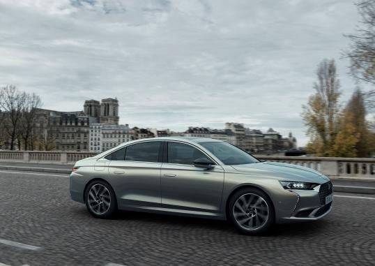 Volkswagen digitalizza le sue iconiche sportive - image DS-9-E-TENSE_1 on http://auto.motori.net