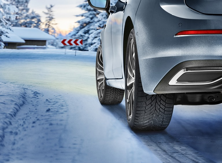 Le pellicole magiche del car wrapping - image Continental_WinterContact_TS_870_Car_2 on http://auto.motori.net