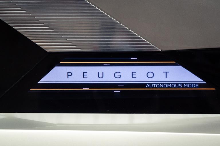 Pirelli sviluppa pneumatici che interagiscono con la rete 5G - image UNA-LUCE-BLU-PER-VIAGGIARE-IN-ELETTRICO- on http://auto.motori.net