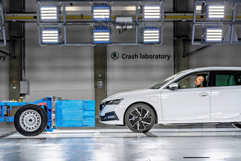 Nuovo centro di ricerca Skoda sui crash test - image skoda-auto-crash-lab on http://auto.motori.net
