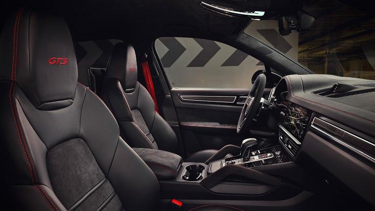 Porsche Taycan entra nel Guinness dei Primati - image Alcantara-_-Porsche on http://auto.motori.net