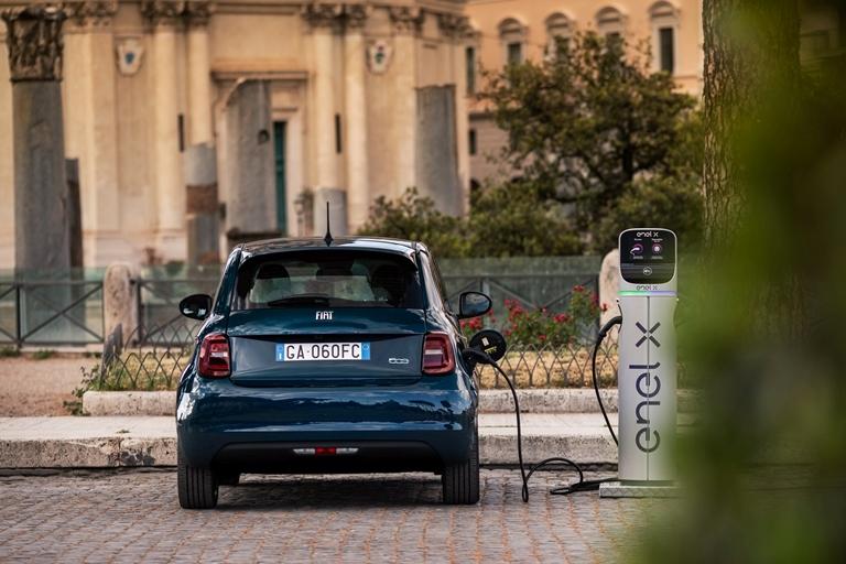 Si muovono così gli italiani a bordo dei taxi Free Now - image New-500-la-Prima-HB on http://auto.motori.net