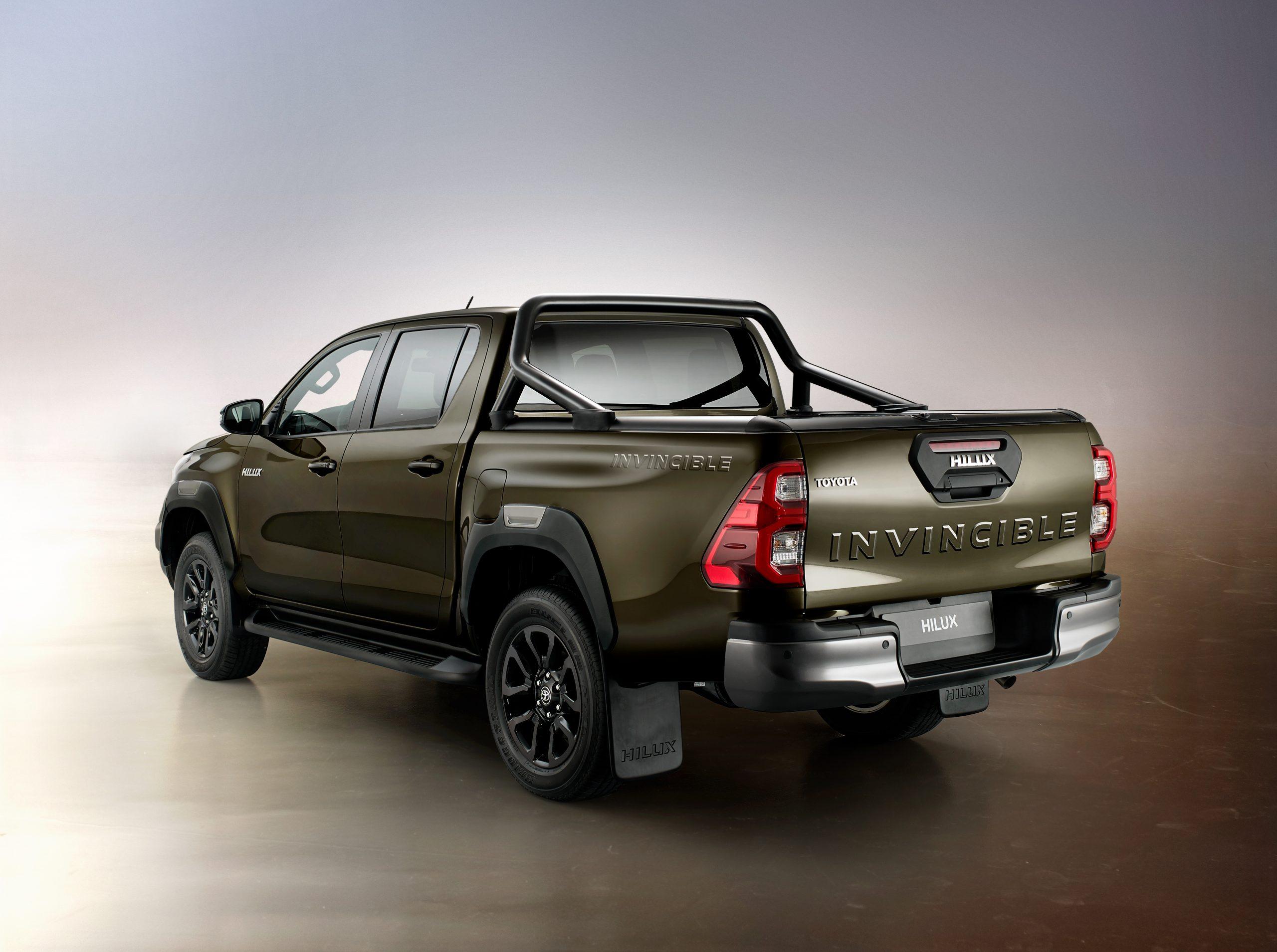 Maggiori prestazioni e stile per il nuovo Toyota Hilux - image hilux3-4back-scaled on http://auto.motori.net
