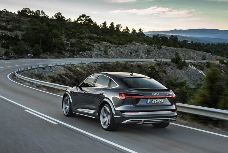 """Arriva il """"cavaliere nero"""" - image Audi-e-tron-S-Sportback on http://auto.motori.net"""