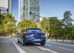 Auto e infrastrutture lavorano insieme nella guida autonoma urbana - image Opel-Astra-508388_5-240x172 on http://auto.motori.net
