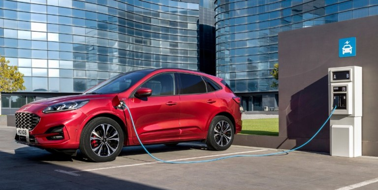 Suzuki Swace arriva in Europa - image FORD-KUGA-ST-LINE-PHEV on http://auto.motori.net