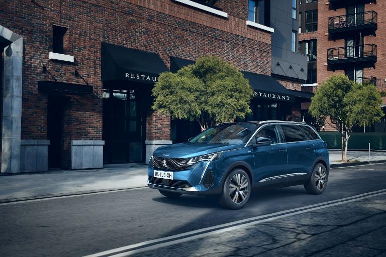 Peugeot regala la wallbox - image NUOVO-SUV-PEUGEOT-5008 on http://auto.motori.net
