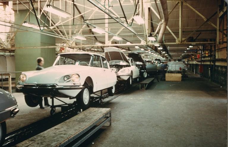Range Rover Evoque e Discovery Sport una mobilità urbana integrate - image Assemblaggio-della-DS-nella-fabbrica-belga-di-ForesT on http://auto.motori.net