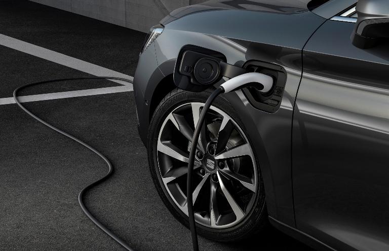 Range Rover Evoque e Discovery Sport una mobilità urbana integrate - image Leon-FR-Magnetic-Tech-PHEV on http://auto.motori.net