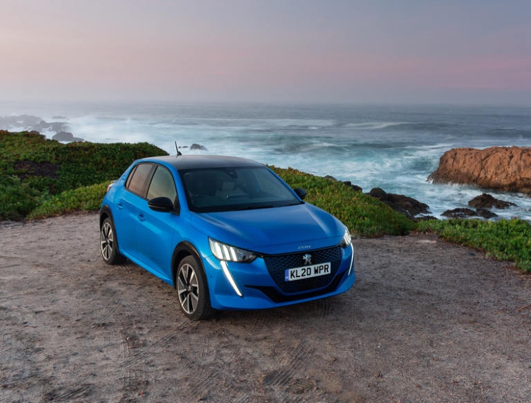 Prodezze e segreti industriali per la produzione della prima DS 19 - image NUOVA-PEUGEOT-e-208-VINCE-IL-PREMIO-ELECTRIC-SMALL-CAR-OF-THE-YEAR on http://auto.motori.net