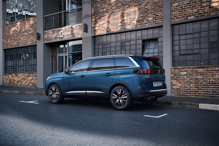 Peugeot regala la wallbox - image VISIOPARK-E-PARK-ASSIST-PEUGEOT-3008-E-5008-1 on http://auto.motori.net