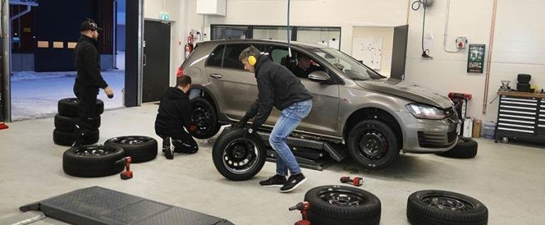 Nissan Qashqai N-Tec Start: in esclusiva per l'Italia - image reifentest-golf-reifenwechsel-2008-926x383-1 on http://auto.motori.net