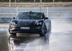 Porsche Taycan entra nel Guinness dei Primati