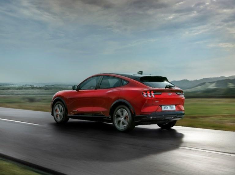 La Mustang torna in Europa con la Mach-E a zero emissioni - image FORD_MACH-E_AWD_19 on http://auto.motori.net