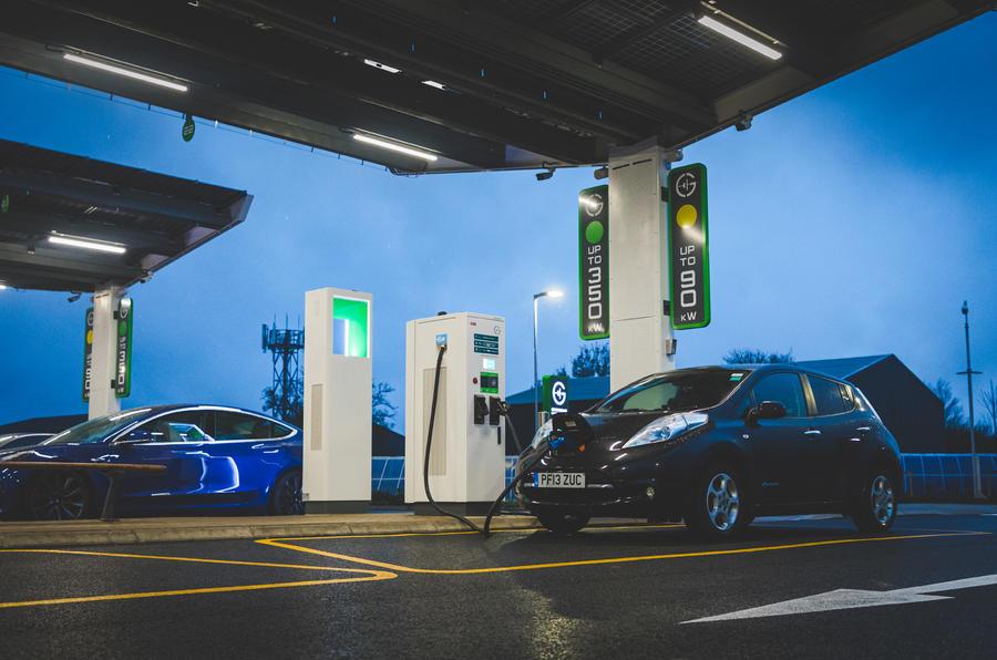 E-ASY Electric per muoversi facilmente in elettrico - image gridserve-openair on http://auto.motori.net
