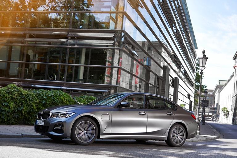 BMW nuovo premium partner del Milan - image bmw-320e-sedan on http://auto.motori.net