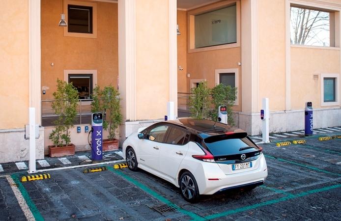 Sportiva e seducente con il nuovo motore Skyactiv-X - image nissan-enel-enelx-e-asy-electric on http://auto.motori.net