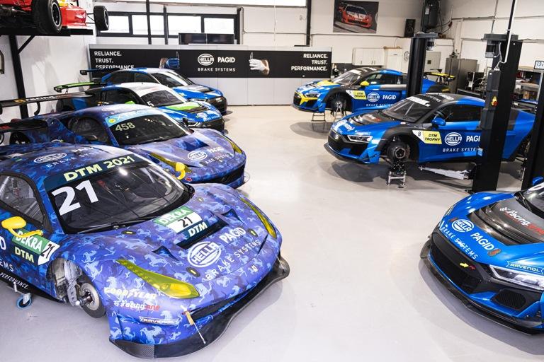 Arriva il nuovo Qashquai - image Hella-Pagid-Sponsor-Team-racing-one on http://auto.motori.net